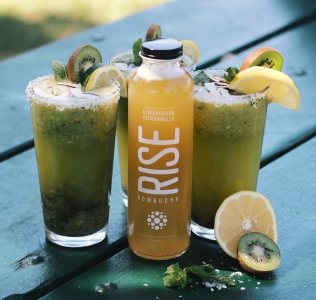 {Guest Post//Recipe} Summer Detox: Kiwi Kombucha Cocktail